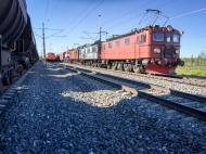 Transporttåget, Eltåget och ett malmtåg