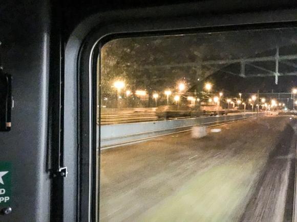 På natten när jag passerade Eslöv stod vagnarna kvar på spår 6